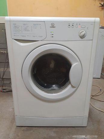 Полностью рабочая стиральная машина Indesit 5кг.Гарантия!