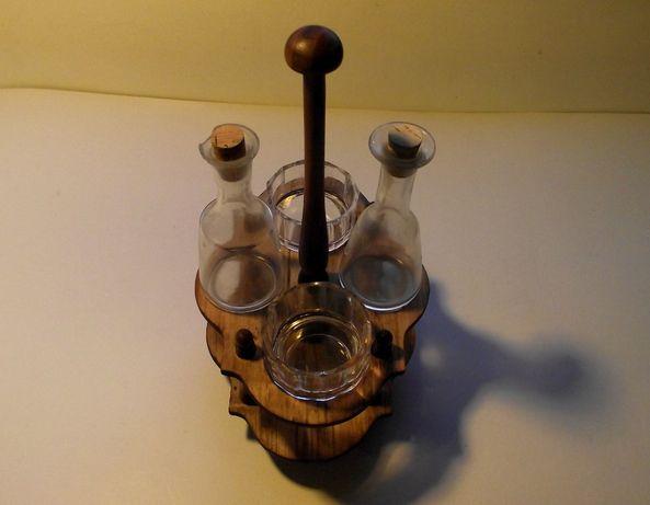 Galheteiro com base em madeira