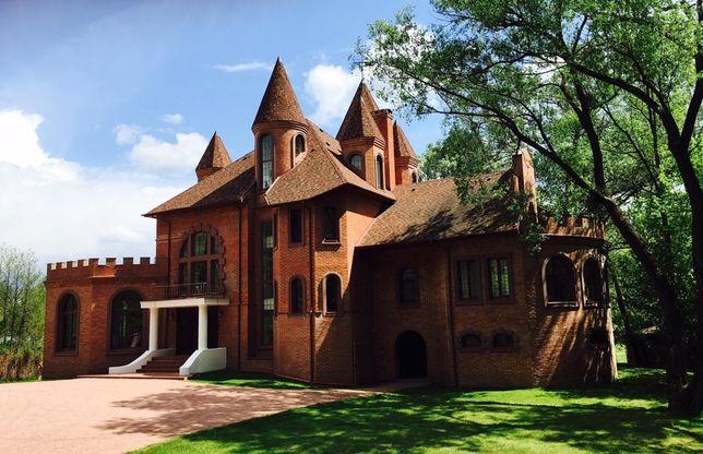Дом Замок посуточно под съемки и мероприятия