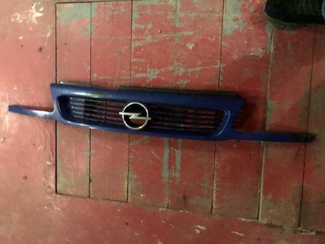Решетка радиатора Opel Astra F