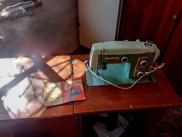 Продам ножную швейную машинку Veritas!