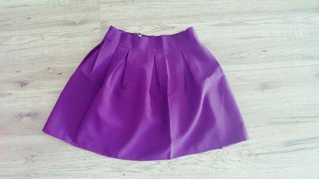 Śliwkowa rozkloszowana spódnica S
