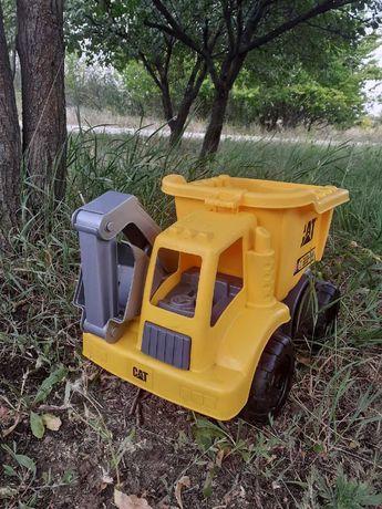 Экскаватор желтый