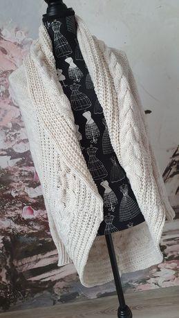 Jasny ecru sweterek warkocz oversize