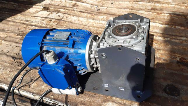 Silnik z przekładnią do  pieca defro akm  15 kw