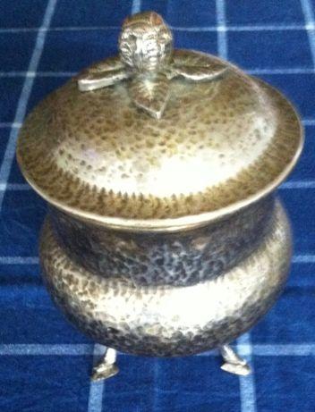 antiga bomboneira em casquinha martelada