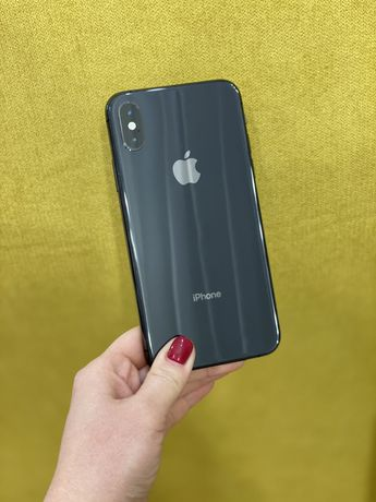Продам iPhone XS 256 space gray + чехлы в подарок