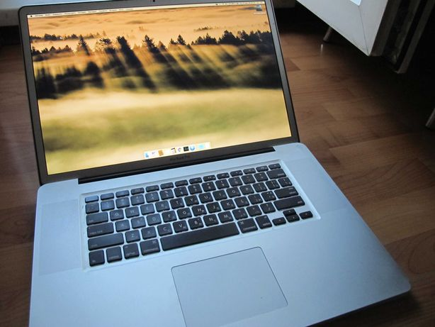 "Mac Book Pro 17""  FHD  Core i7 2,4 ГГц 8Gb SSD-256GB Geforce GT330M"