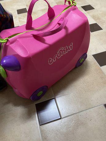 Хорошо известный детский чемодан-толокар Trunki