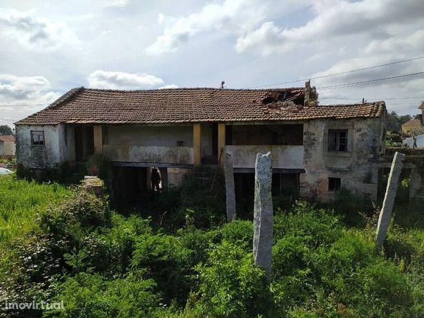 Moradia para recuperar com terreno em Cucujães - Oliveira de Azeméis