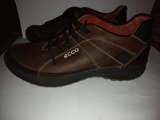 Мужские спортивные туфли.