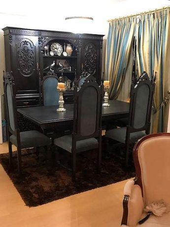 Mobília de sala de jantar com oito cadeiras em veludo estilo Luis XV
