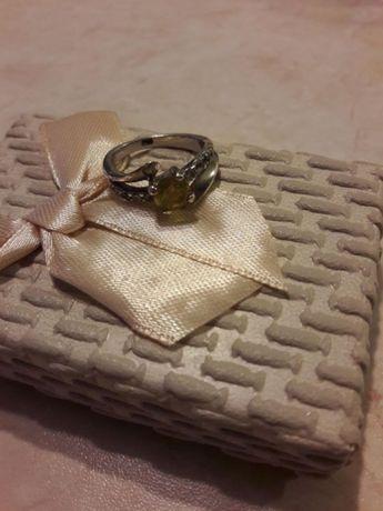 Pierścionek srebrny, barwiona żółta cyrkonia. Rozmiar 14.