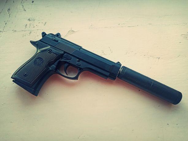 Супер ціна! Страйкбольний ігровий пістолет Beretta+глушитель/метал