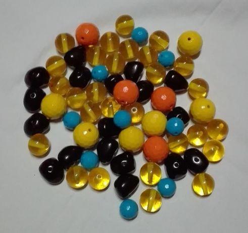 koraliki akrylowe 50 sztuk mix kolor.