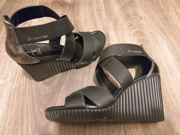 Calvin Klein sandały na koturnie 36