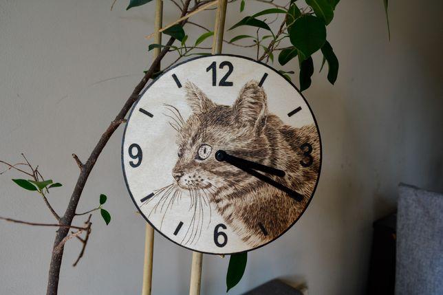 Zegar, rękodzieło, kot, mechanizm, pirografia, wypalanie w drewnie