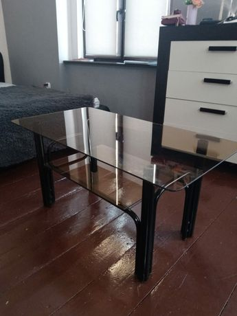 Stół   szklany .
