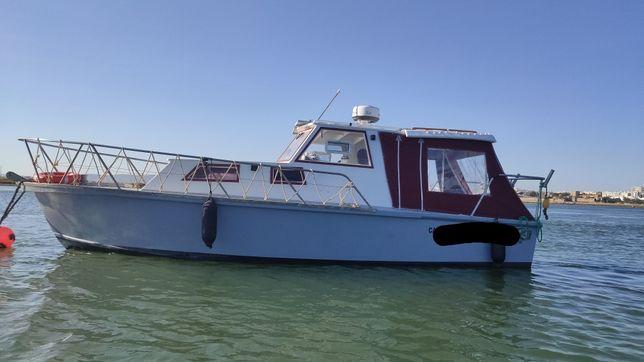 Embarcação de 7m, lotação 12, quarto e wc. Isento IUC, Diesel
