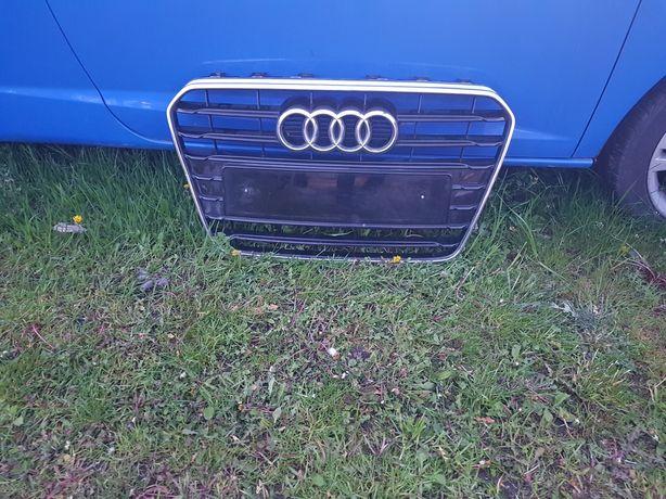 Audi A5 LIFT grill bez czujnikow PDC,chrom delikatnie pęknięty