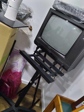 Vendo 3 TVs de caixa e Leitor VHS Philips + suporte com rodas