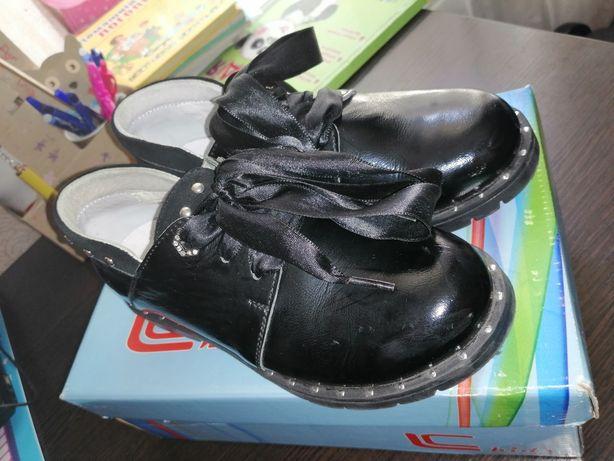 Туфлі шкіряні на дівчинку.