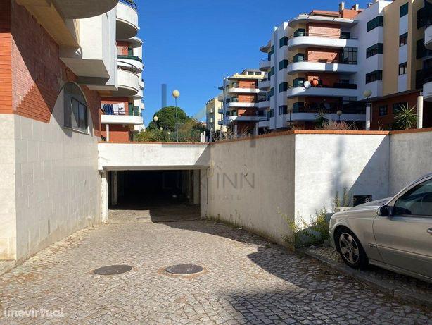 Garagem Fechada na Quinta do Texugo