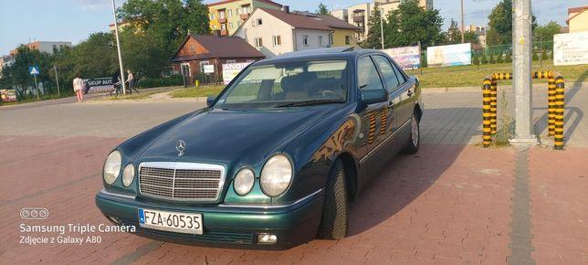 Mercedes -benz  E 200