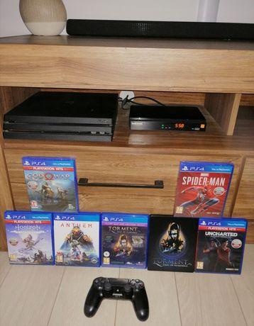 PS 4 Pro 1TB + zestaw gier