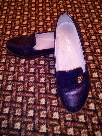 Туфли на девочку р33