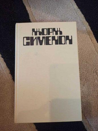 Книга, жорж сименон, грязь на снегу, красный свет
