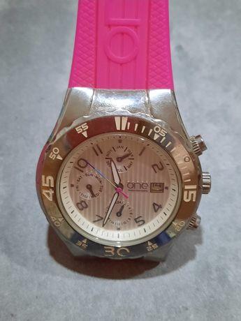 Relógio One com várias pulseiras