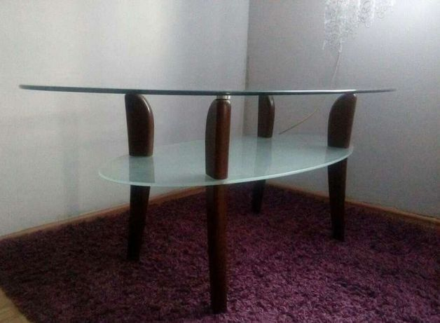 Szklany owalny stół