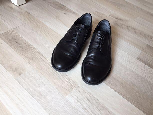 Czarne skórzane buty garniturowe rozm 39