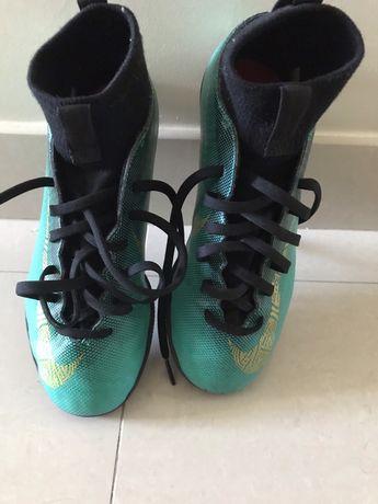 Tenis Nike Mercurial verdes em bota