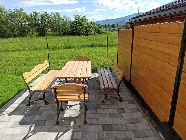 Zestaw mebli ogrodowych, duży stół, 2 krzesła oraz 2 ławki