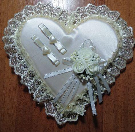 Подушка под свадебные кольца