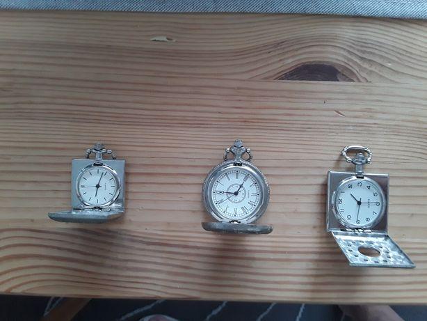 Vendo estes três relógios de bolso a pilhas