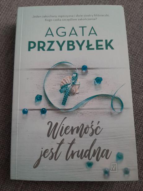 Książka Agaty Przybyłek ,, Wierność jest trudna,,
