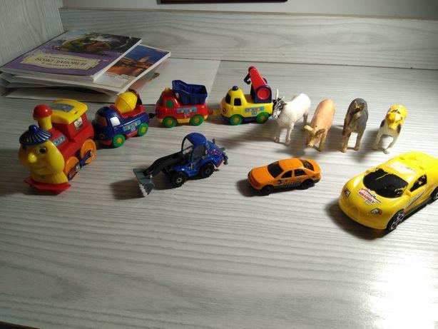 Игрушки : поїзд,машина,трактор,звірята