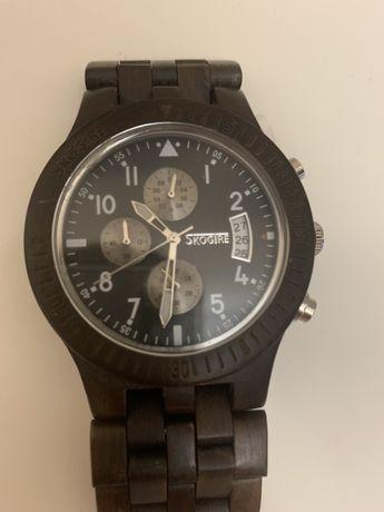 Drewniany zegarek Skogtre, ciemny orzech,