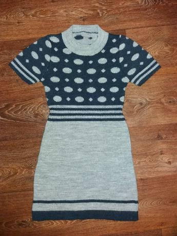 Продам теплое платье на девочку 9-11 лет