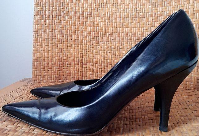 Sapatos de salto pretos, BCBGMAXAZRIA. Tamanho 38