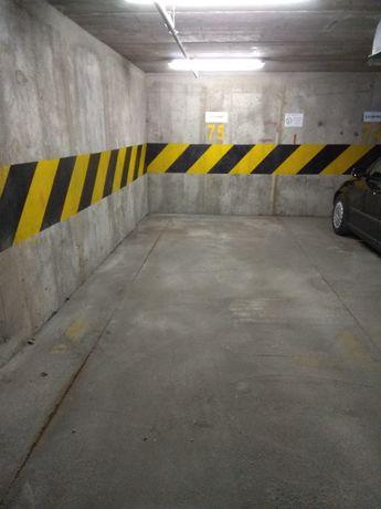 Miejsce parkingowe w garażu podziemnym, Hirszfelda, Chodźki