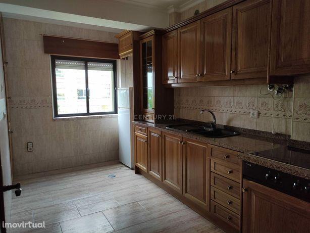 T2  no PRAGAL com boas áreas para arrendamento