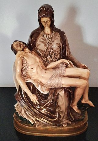 Estátua de Cristo no colo da Virgem Maria - Pietá - Figuras Religiosas