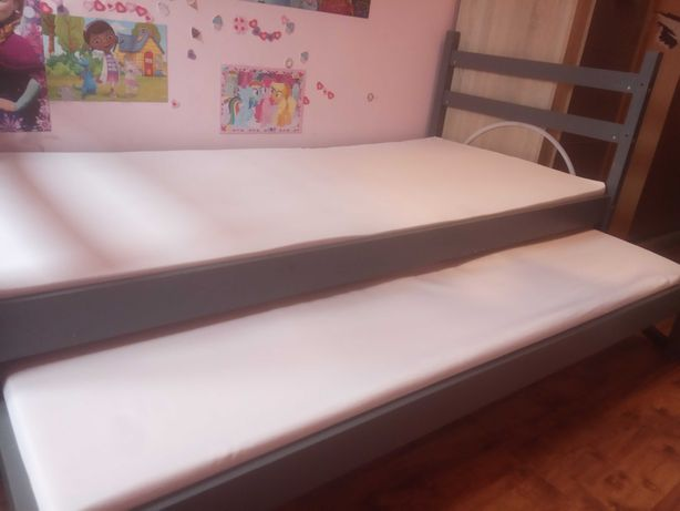 Dwupoziomowe łóżka dla dziewczynki