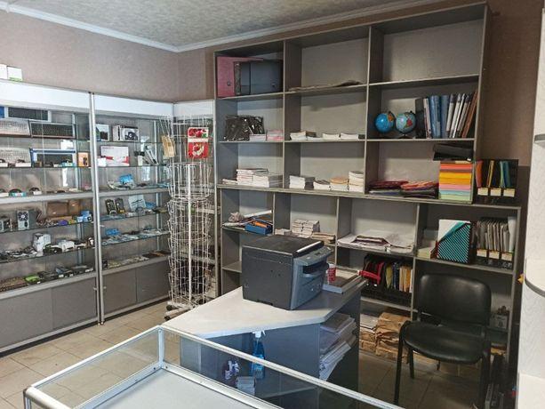 Продам торговое оборудование, витрины, шкафы, стелажи