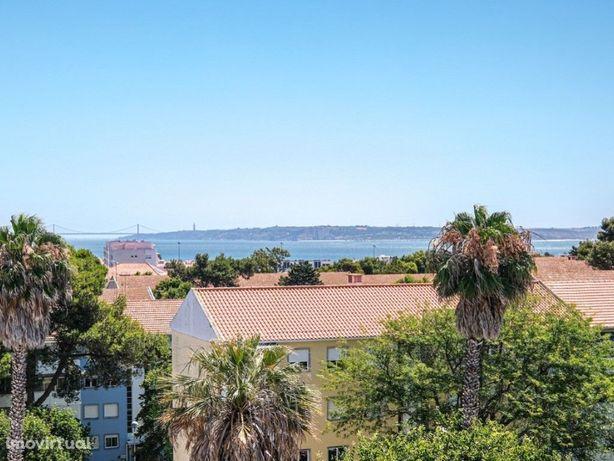 Penthouse no Alto da Barra com grande terraço e vista mar