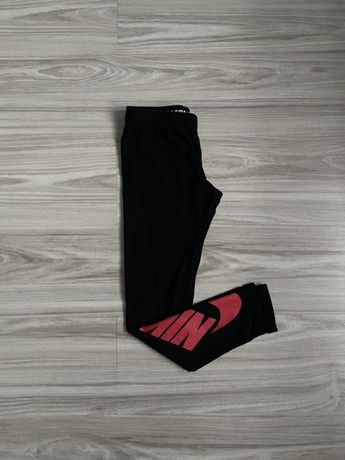 Czarne legginsy Nike rozmiar 137-148 cm